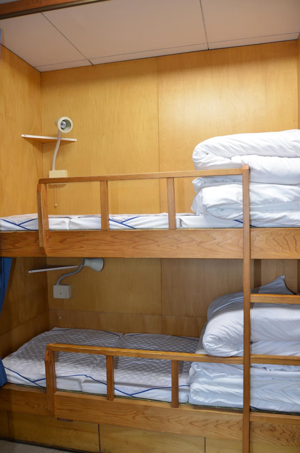 仮眠室の二段ベッドの写真