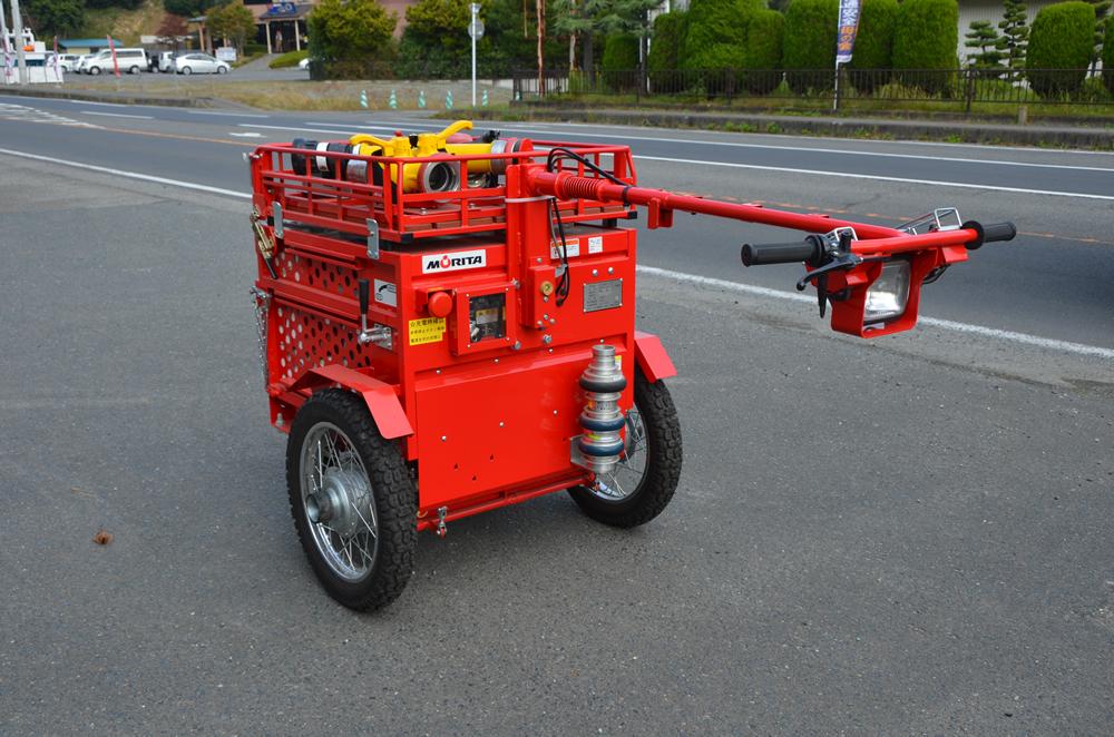 ホースカーの写真(小さい車のような形で、先端に操作ハンドルがついている)