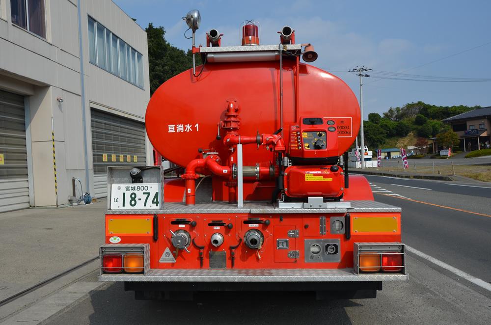 小型動力ポンプ付水槽車後部の写真