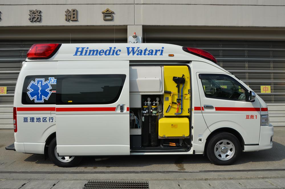 高規格救急自動車右向き(右のドアが開いている)の写真