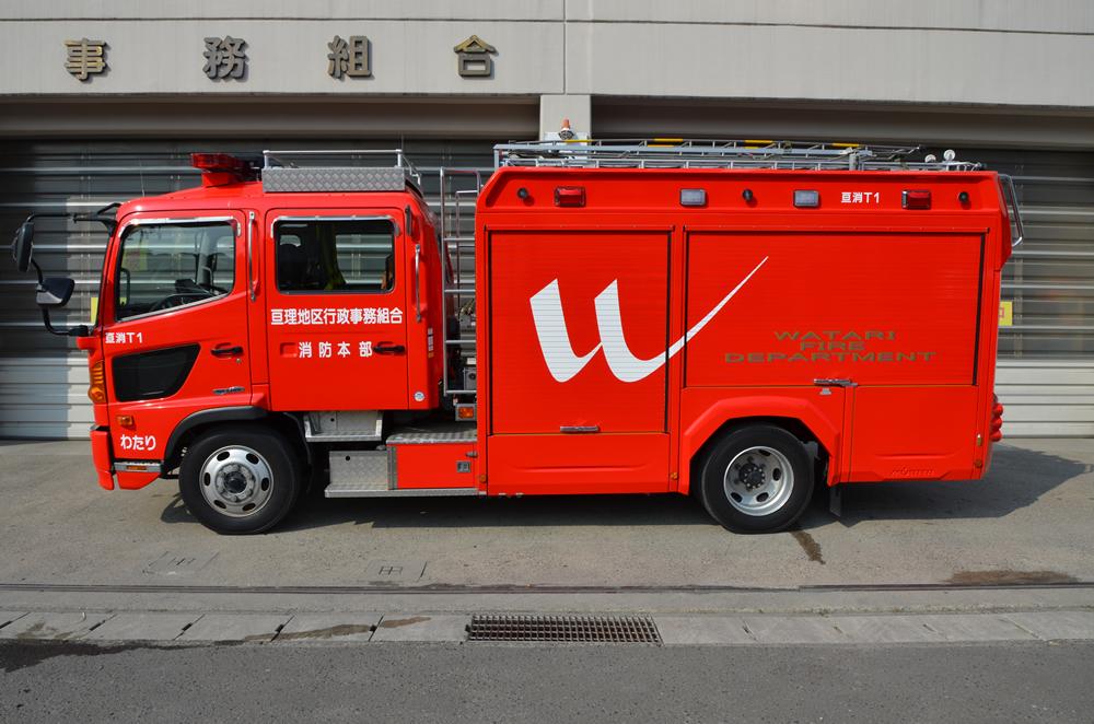 水槽付消防ポンプ自動車横向きの写真