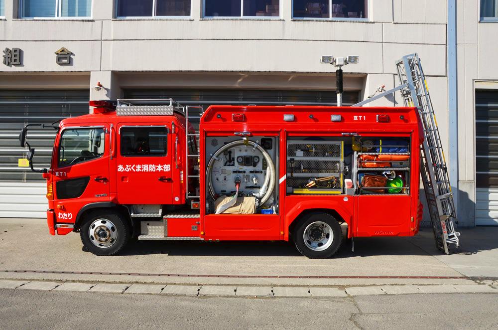 水槽付消防ポンプ自動車横向き(シャッター開き)の写真