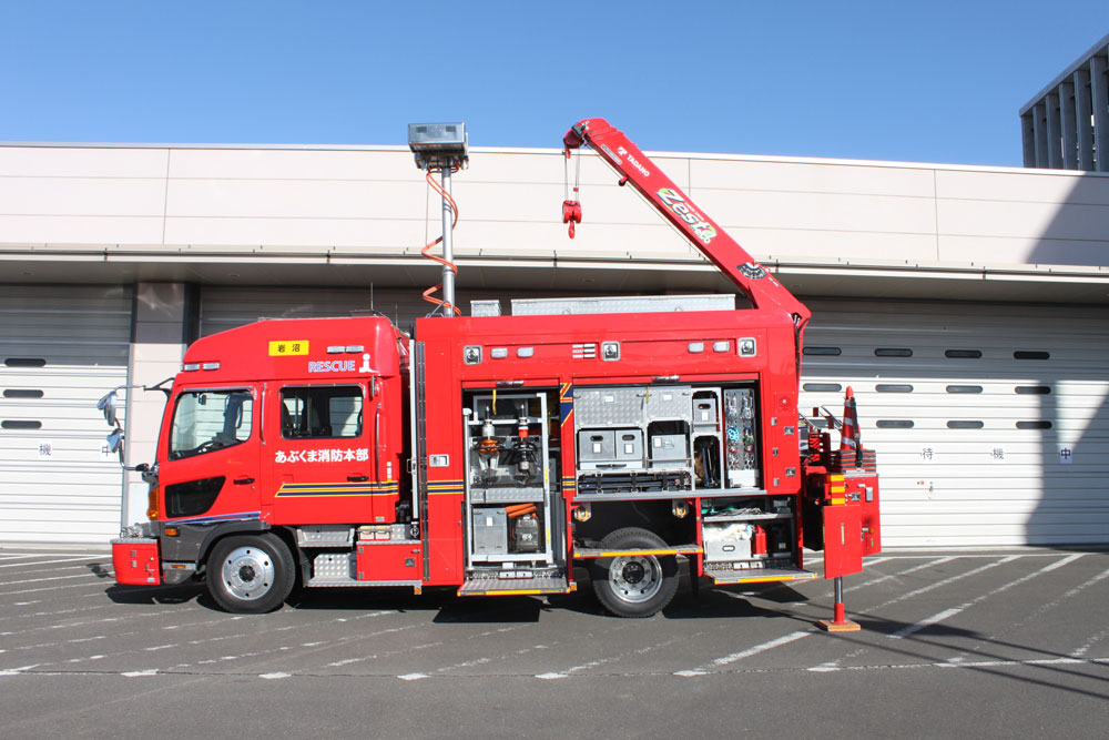救助工作車横向き(クレーンが出ている)の写真
