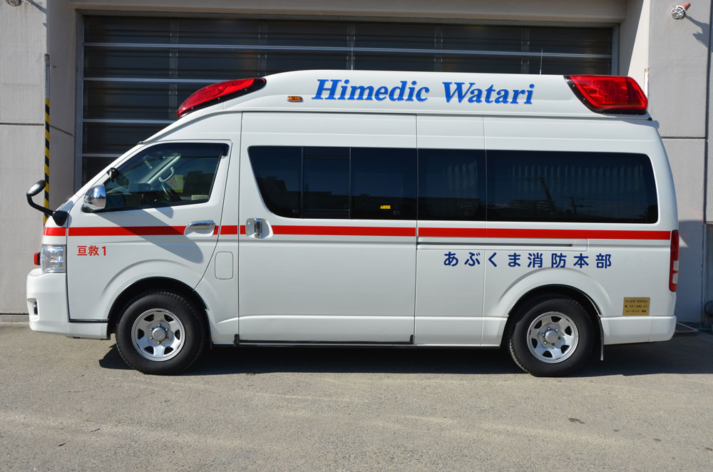 高規格救急自動車左向きの写真